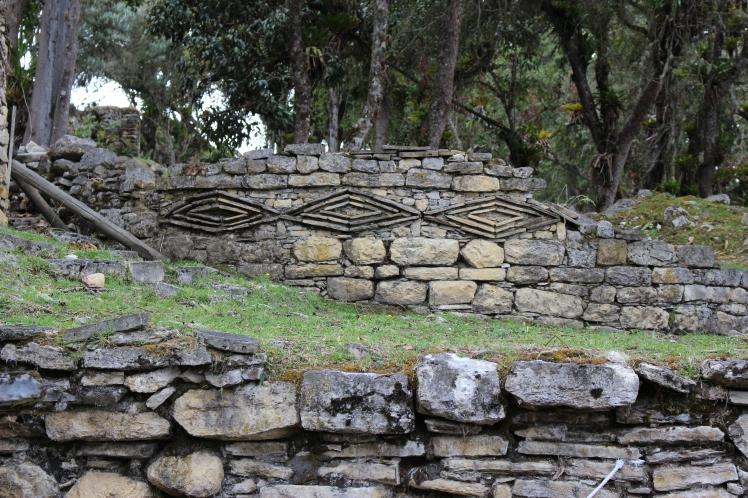 Détail en losange sur une hutte de Kuelap