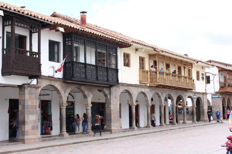 Balcons en bois, plaza de Armas