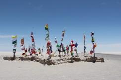 Drapeaux, salar d'Uyuni