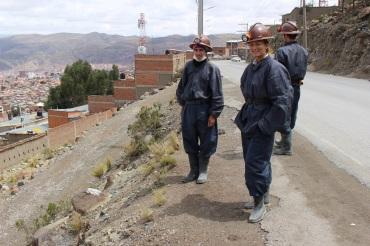 Steph en tenue pour visiter la mine