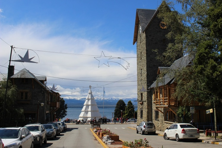 Le centro civico avec la vue sur le lac Nahuel Huapi