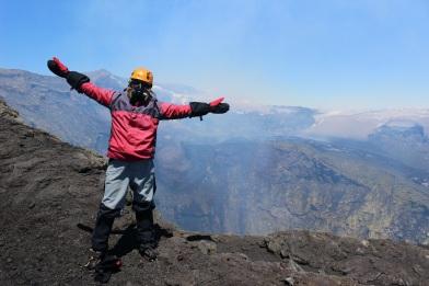 Steph devant le cratère