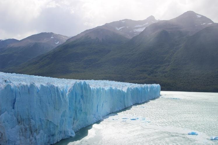 Le glacier atteint par endroit 50 mètres de hauteur