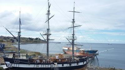 Le HMS Beagle devant le détroit de Magellan