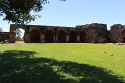 Les arcades de la place, Trinidad