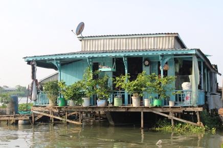 La maison est construite sur un bateau