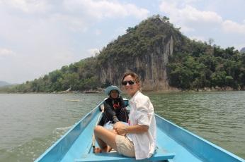Le bateau pour la traversée vers la grotte