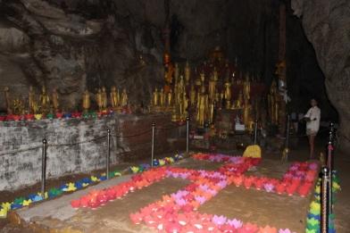 La croix gamée inversée désigne la bonne fortune dans le bouddhisme