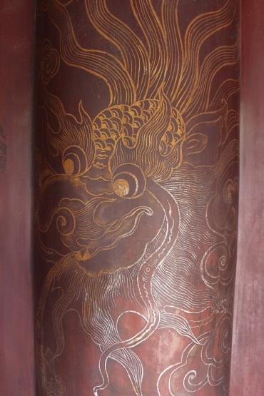 Incrustation de nacre dans les colonnes du temple, Hoa Lu