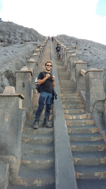 L'escalier d'accès au volcan