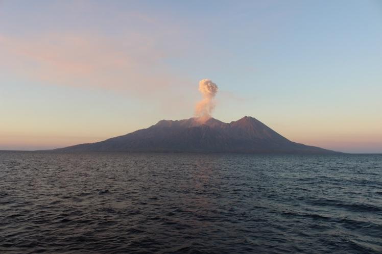 Une île-volcan aperçue lors de la croisière